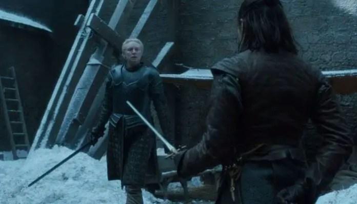 Arya vs Brienne em game of thrones