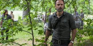 Imagem de Rick Grimes no episódio 8.02 de The Walking Dead