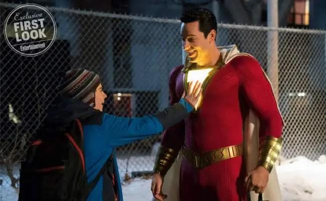 Zachary Levi como o herói Shazam em imagem do filme