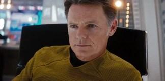 Bruce Greenwood como o Capitão Pine em Star Trek