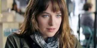 Imagem da atriz Dakota Johnson em Cinquenta Tons