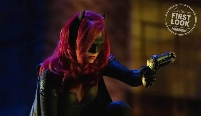 Ruby Rose como a Batwoman no crossover do Arrowverse