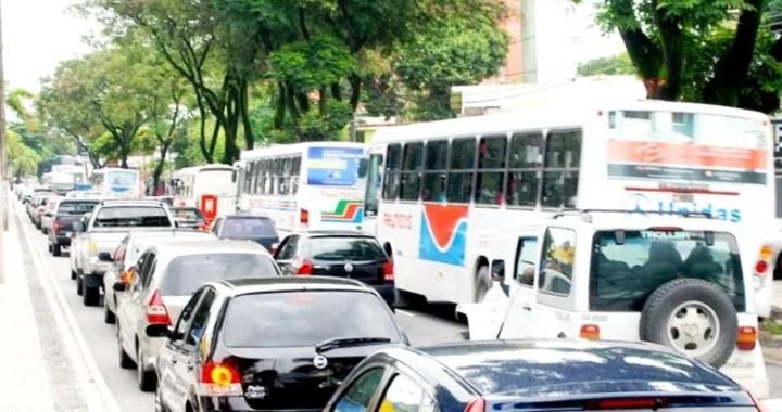 Trânsito foi alterado nas ruas no entorno do Shopping Mangabeira