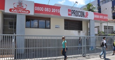 Procon-JP fiscaliza 'privatização' de calçadas e autuará estabelecimentos