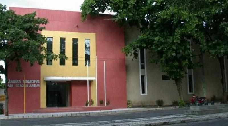 Câmara de Cajazeiras-PB, tem 84 cargos comissionados que custam quase R$ 100 mil aos cofres da cidade