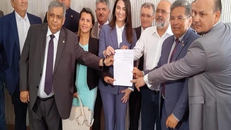 Presidente da ALPB  promulga lei que autoriza venda de bebidas alcoólicas em estádios da Paraíba