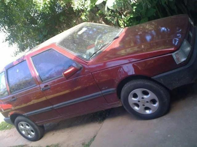 Fiat Uno foi furtado da frente da casa do proprietário