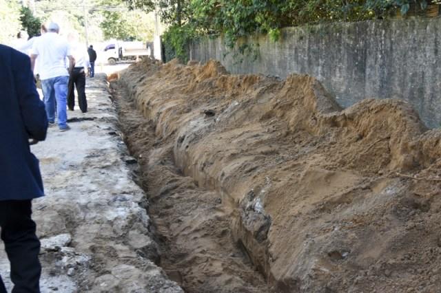 Obras de pavimentação paralisam após Estado rescindir convênio com a prefeitura