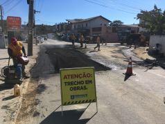 Casan recupera asfalto da Intendente após obra que interditou rua