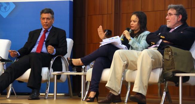 """Painel """"A importância do FNDCT para o desenvolvimento da Pesquisa e Inovação no País"""", no primeiro dia do Fórum RNP 2016, em Brasília. (Foto: Herivelto Batista/Ascom MCTIC)"""