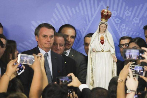 Presidente Jair Bolsonaro assina ato de consagração do Brasil à Nossa Senhora