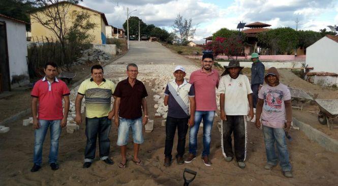 Prefeito Jorge Fernandes visita obras e pavimentações