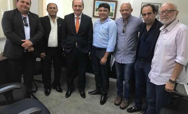 Cláudio Santos recebe Fábio Dantas e prefeito de Janduís para diálogo sobre problemas do RN