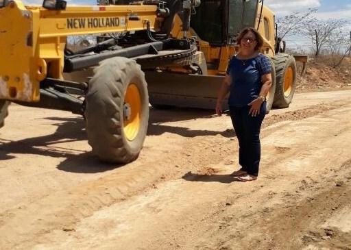 Olho D' água do Borges – Prefeitura inicia recuperação de estradas na Zona Rural