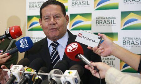 24/01/2020 - Brasília/DF - O Presidente em exercício Hamilton Mourão fala à imprensa. Foto: José Cruz/Agência