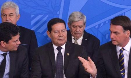 11.02.2020 - Brasilia/DF - O presidente Jair Bolsonaro o vice Hamiltom Mourão durante cerimônia de Assinatura do Decreto de Criação do Conselho da Amazônia. Foto:Isaac Amorim/MJSP
