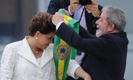 01.11.2011 - Brasília/DF - A presidenta Dilma Rousseff recebe a faixa presidencial de Lula, no parlatório do Palácio do Planalto. Brasília, 1º de janeiro de 2011. Foto: Fabio Rodrigues Pozzebom/ABr
