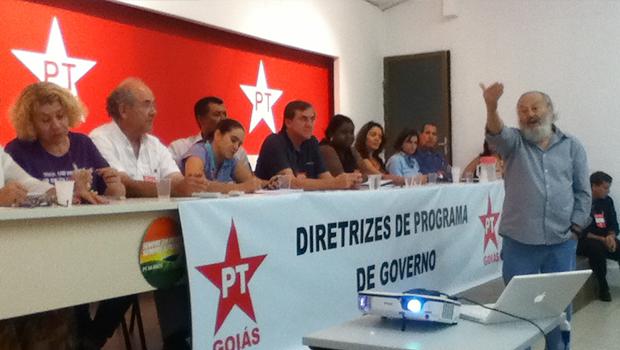 Investimentos e convênios no SUS foram temas de debate proposto pelo médico Gilson Carvalho, no Diretório Municipal