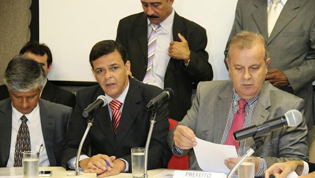 Prefeito Paulo Garcia anuncia extinção de sete secretarias e uma autarquia