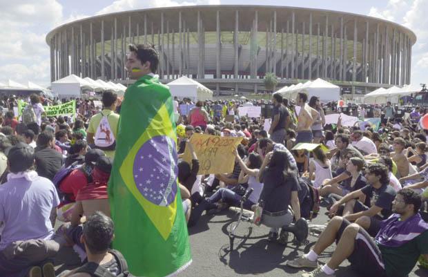 Protesto diante do Estádio Mané Garrincha em Brasília, na Copa das Confederações: o filme vai se repetir este ano?