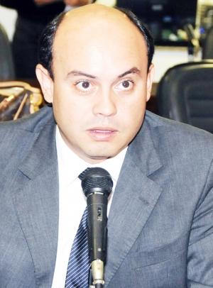 Governador interino Sandoval Cardoso: com a máquina nas mãos / Diretoria de Comunicação