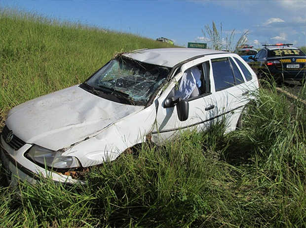 Antes do acidente, família parou em posto para abastecer carro. Um dos pneus estava vazio e foi enchido no estabelecimento. Foto: Reprodução/Leonardo Rogério da Costa/Mais Goiás