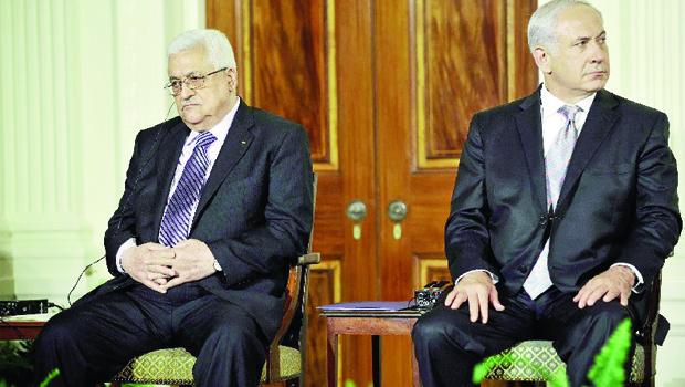 """Benyamin Netanyahu (direita): """"Mahmoud Abbas escolheu o Hamas e não a paz"""""""