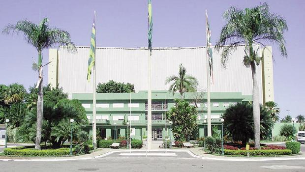 Construído quando da inauguração de Goiânia, 1933, o Palácio das Esmeraldas abrigou tanto governos democráticos quanto do período a que se convencionou chamar ditadura civil-militar