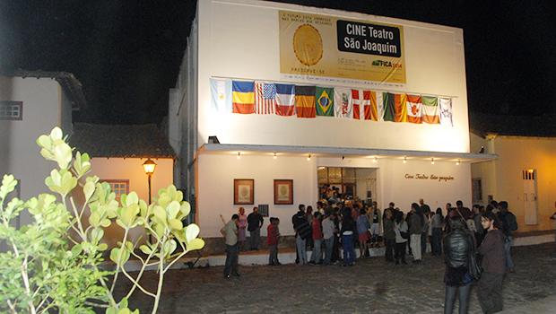 Cine Teatro São Joaquim ficou lotado na segunda parte de exibições, na noite de quarta-feira. Fotos: Marcello Dantas/Jornal Opção Online