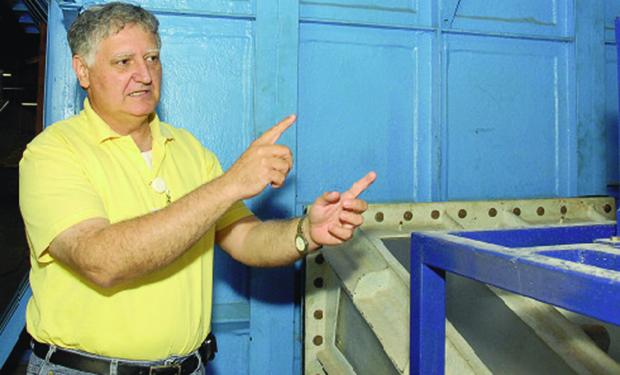 """Professor Carlos Barreira Martinez: """"Oque ocorreu na Celg é parecido com o que está ocorrendo na Petrobrás"""" / Foto: Chris Okamoto/UFMG"""