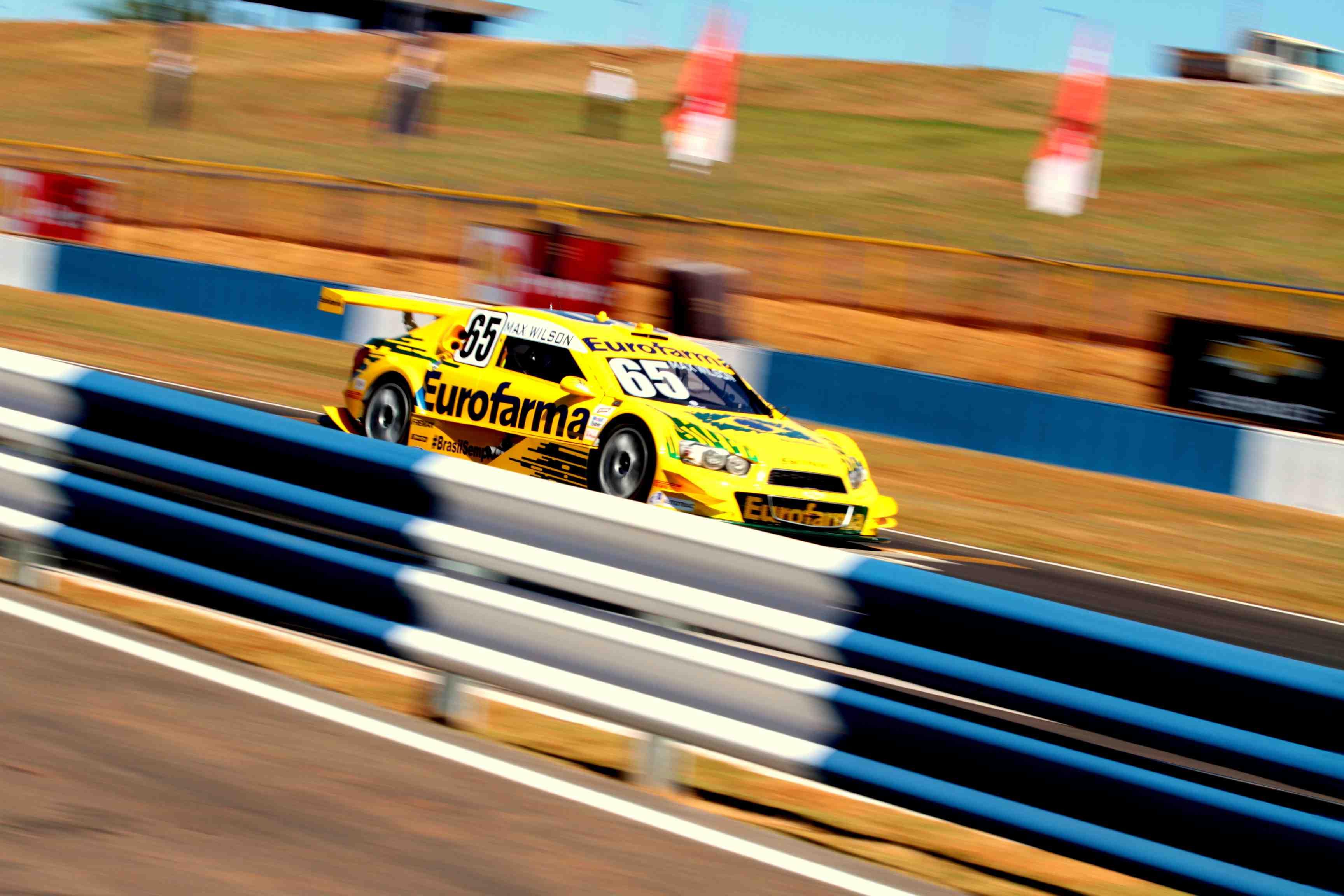 Barrichello lidera o 1º treino do novo Autódromo de Goiânia