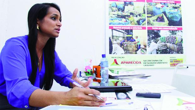 """Diretora de Resíduos Sólidos de Aparecida de Goiânia, Márcia Santana: """"Empresa terceirizada oferece estrutura"""""""