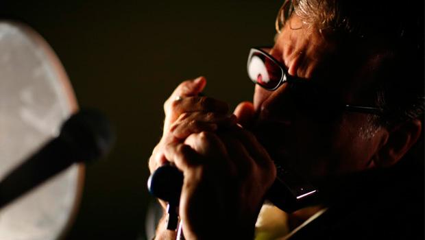 Goiânia recebe gaitista americano Mitch Kashmar, lenda do blues internacional