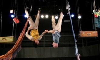 """O """"Homens de Solas de Vento"""", encenado neste sábado (3/5), une técnicas do circo, do teatro e da dança"""