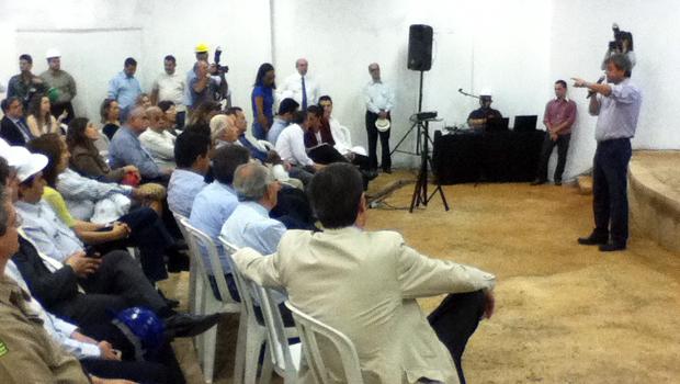 Jayme Rincón, presidente da Agetop, listou obras que estão sendo realizadas pela agência pública. Fotos: Marcello Dantas/Jornal Opção Online