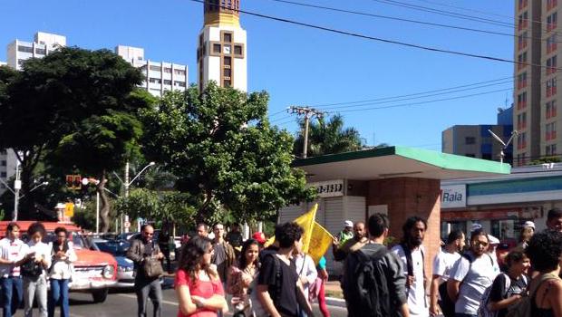 Nova manifestação de estudantes e professores exige soltura dos alunos da UFG, presos na Operação R$ 2,80