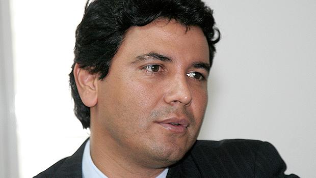 Ex-prefeito continuou contratações irregulares mesmo após alerta do Ministério Público. Foto: Edilson Pelikano