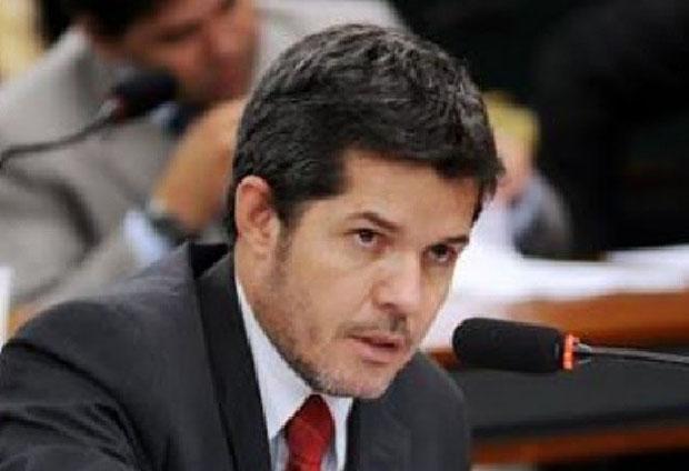 Pré-candidato a deputado federal pelo PSDB afirma que base privilegia alguns candidatos