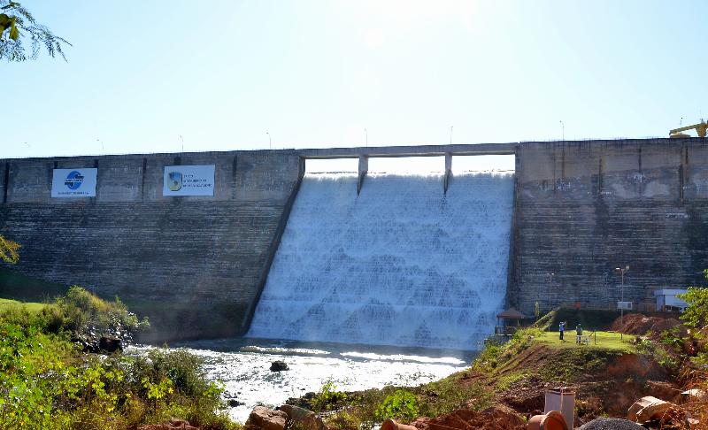 Saneago será multada em R$ 1 mil por falta d'água por unidade consumidora