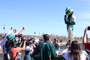 Márcio Campos festeja vitória na etapa de Goiânia da categoria Turismo | Foto: Fernando Neves