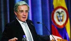 O ex-presidente Álvaro Uribe foi uma grande pedra no sapato de Juan Manuel Santos, ao atacar de modo contundente suas propostas / Foto: Fernando Vergara