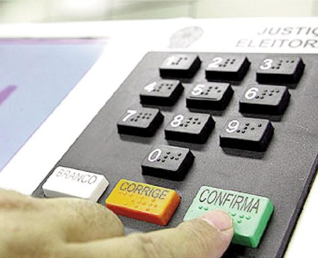 Urna eletrônica: é apenas um microcomputador cujo sistema pode ser invadido e ter seus dados alterados | Foto: Carlos Pietro Urna eletrônica: é apenas um microcomputador cujo sistema pode ser invadido e ter seus dados alterados | Foto: Carlos Pietro