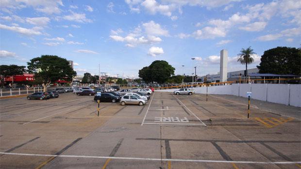 Uso de áreas municipais e estaduais pode resolver crise entre poder público e ambulantes da rua 44