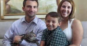 Jeremy Triantafilo, seus país e a gata heroína, dias depois do ataque