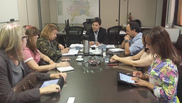 Secretário de Saúde de Goiânia apresenta proposta do prefeito aos grevistas