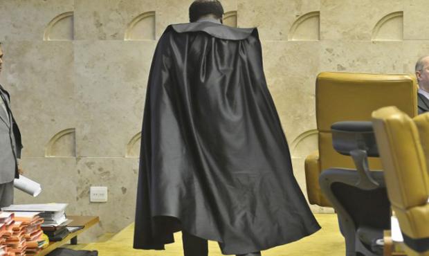 Grupo vai protocolar manifesto que classifica Joaquim Barbosa como arbitrário