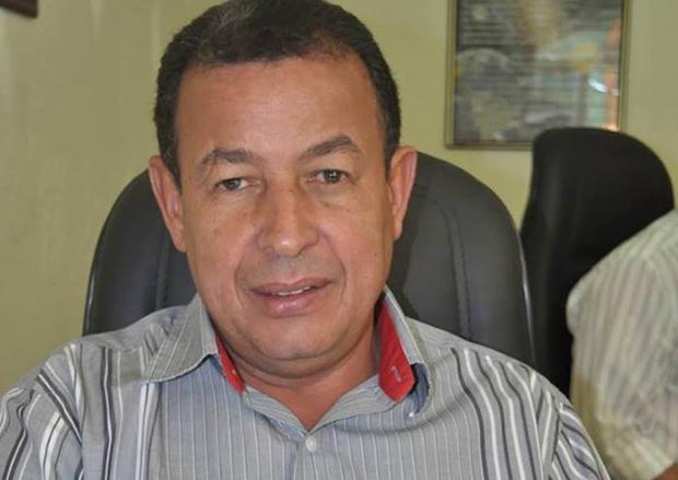 Prefeito de Niquelândia tem carro oficial roubado a mão armada em Goiânia