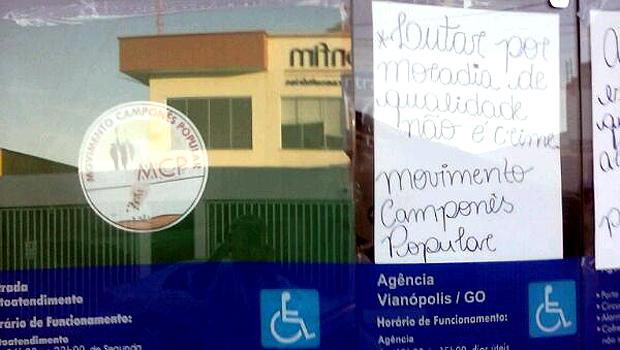 Famílias ocupam agência da Caixa em Vianópolis, a 100 km  de Goiânia