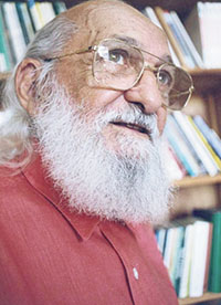 """Paulo Freire: """"Pedagogia do Oprimido"""" induz a escola a se ver como cenário de lutas políticas"""