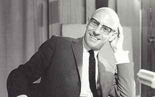 Michel Foucault: filósofo estimula a transformação da escola em feirão de experimentos de gueto